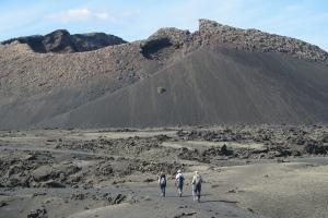 Senderismo entre volcanes de Lanzarote (Imagen: J.Cazorla)