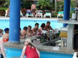 charlar en la piscina